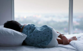 Συνεχίζεται ο Γολγοθάς για τα τρία μικρά παιδιά που έμεναν μόνα τα βράδια όσο δούλευε η μητέρα τους