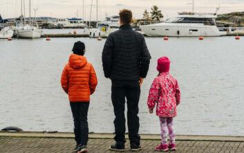 Οι νέοι μπαμπάδες στη Φινλανδία θα παίρνουν την ίδια άδεια με τις μητέρες