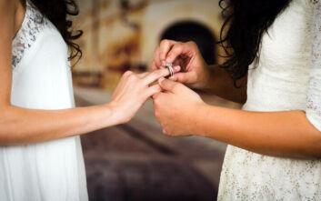 Η Βόρεια Ιρλανδία γιορτάζει τον πρώτο γάμο ομοφυλόφιλων