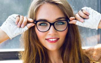 Πώς να βάφεσαι αν φοράς γυαλιά