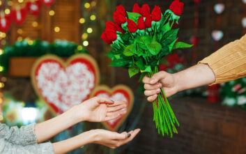 Νέος κορονοϊός: Ανθοπωλείο στην Κίνα στέλνει μαζί με τα λουλούδια δώρο... ένα μπουκαλάκι με απολυμαντικό
