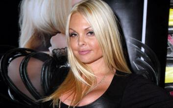 Πορνοστάρ συνελήφθη για ξυλοδαρμό του συντρόφου της