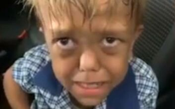 Αγόρι θύμα bullying κλαίει και ραγίζει καρδιές: «Θέλω να πεθάνω, δώστε μου ένα μαχαίρι να το κάνω»