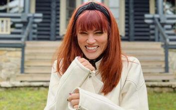 Η Μαίρη Συνατσάκη ποζάρει τόπλες στο Instagram