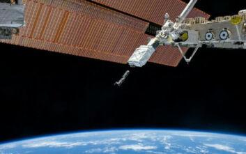 Ένα μικροσκοπικό διαστημόπλοιο βούτηξε από τον Διεθνή Διαστημικό Σταθμό πίσω στη Γη