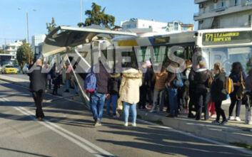 Λεωφορείο έπεσε σε στάση στη Γλυφάδα όπου περίμεναν δεκάδες πολίτες