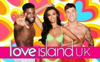 Το ριάλιτι Love Island επιστρέφει στις οθόνες αύριο, μετά τον θάνατο της πρώην παρουσιάστριάς του