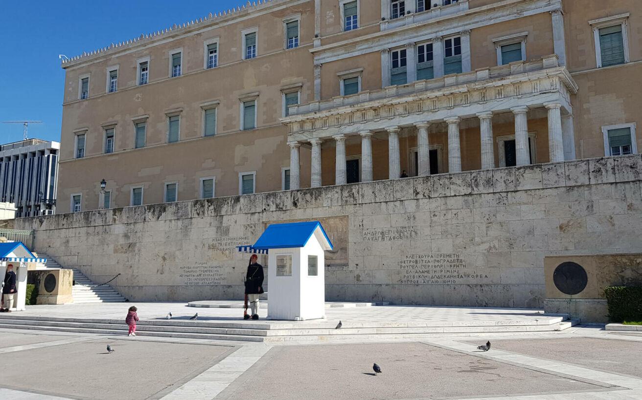 Τι σημαίνουν οι τοποθεσίες που είναι σμιλευμένες στο μνημείο του Άγνωστου Στρατιώτη