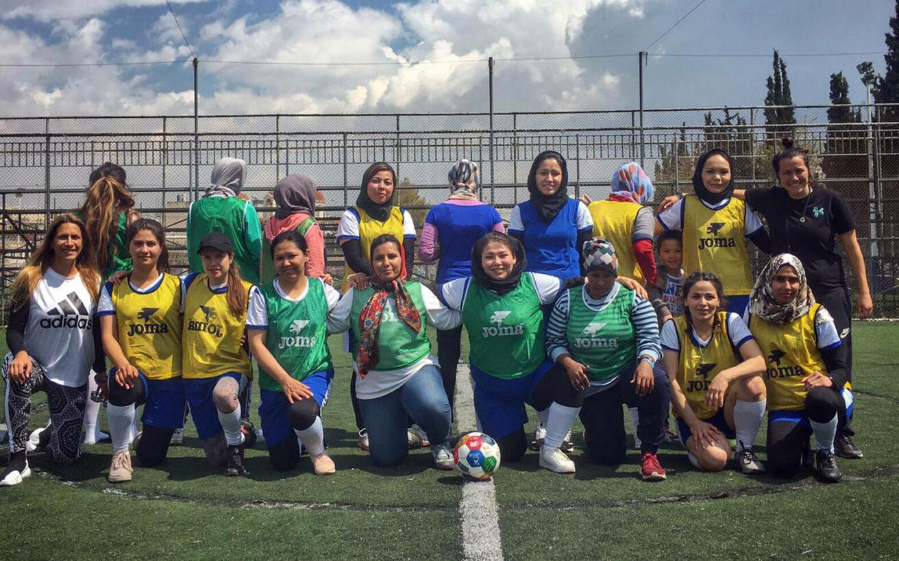 Η αγάπη για το ποδόσφαιρο ένωσε 14 γυναίκες πρόσφυγες και δημιούργησε την Hestia FC