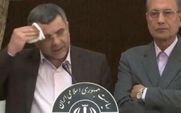 Βίντεο με τον αναπληρωτή υπουργό Υγείας του Ιράν να βήχει και να ιδρώνει πριν βρεθεί θετικός σε κορονοϊό