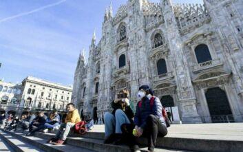 Κορονοϊός: Η Ιταλία βάζει τέλος στις… θερμές χειραψίες