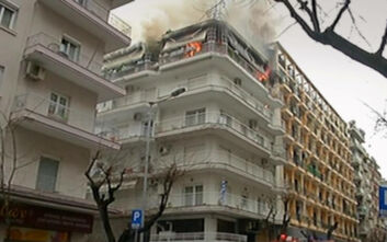 Νεκρή ηλικιωμένη στο διαμέρισμα που τυλίχτηκε στις φλόγες στη Θεσσαλονίκη