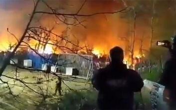 Βίντεο από τη φωτιά στις σκηνές μεταναστών στα σύνορα του Έβρου