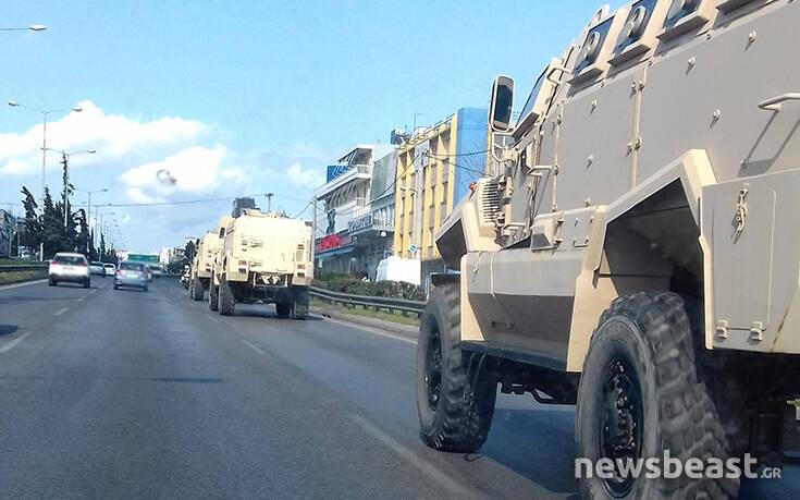 Θηριώδη οχήματα στρατιωτικού τύπου από την Αθήνα προς τα σύνορα του Έβρου
