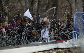 Spiegel: Η Ελλάδα εξασφαλίζει τα εξωτερικά σύνορα της ΕΕ και δεν προωθεί όσους καταφτάνουν όπως το 2015