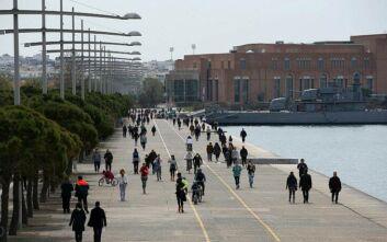 Θεσσαλονίκη: Βγήκε ο ήλιος, και ο κόσμος επέστρεψε στους δρόμους και τις παραλίες