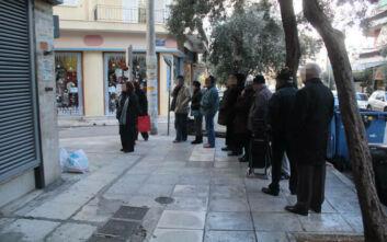 Κορονοϊός: Μέτρα για να αποφευχθεί ο συνωστισμός σε τράπεζες και εφορίες