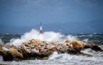 Παραμένει το απαγορευτικό για τα πλοία με 9 μποφόρ στο Αιγαίο