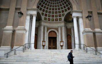 Κορονοϊός: Η Εκκλησία ζητάει να επιτραπούν Θεία Λειτουργία και ιερές ακολουθίες κεκλεισμένων των θυρών