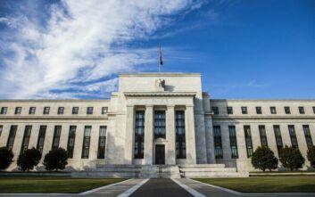 Μικρότερη ύφεση στις ΗΠΑ για το 2020 προβλέπει η Fed