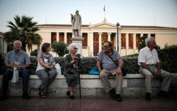 Σε ανοικτούς χώρους και με γάντια οι πληρωμές των συνταξιούχων λόγω κορονοϊού