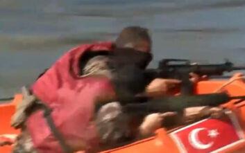 Βίντεο δείχνει Τούρκους οπλισμένους με φουσκωτά στον Έβρο