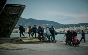 Στο αρματαγωγό «Ρόδος» ογδόντα πρόσφυγες και μετανάστες από το λιμάνι της Μυτιλήνης