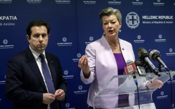 Εθελούσια επιστροφή για 5.000 μετανάστες ανακοίνωσαν Γιόχανσον και Μηταράκης