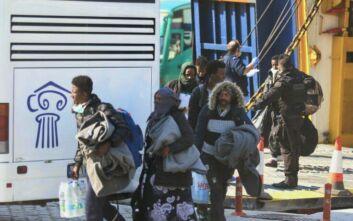 Καβάλα: Έφτασαν στο λιμάνι «Απόστολος Παύλος» οι πρόσφυγες και μετανάστες