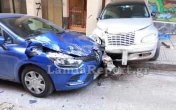 Βαρύ μηχάνημα έφυγε στην κατηφόρα και διέλυσε αυτοκίνητα στη Λαμία