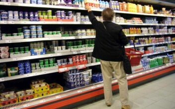 Αλυσίδα σούπερ μάρκετ στη Γερμανία καλεί εθελοντές να γεμίσουν τα άδεια ράφια