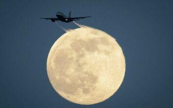 Κορονοϊός: Γιατί τα αεροπλάνα αναγκάζονται να πετούν ακόμη και... άδεια