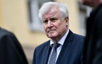Γερμανός υπουργός Εσωτερικών: Πρέπει να στηρίξουμε την Ελλάδα στο προσφυγικό