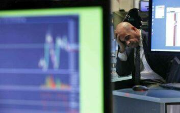 Ο κορονοϊός παρασύρει την Wall Street: Βουτιά και διακοπή συναλλαγών