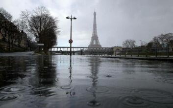 Σε συναγερμό το Παρίσι με τον πλημμυρισμένο Σηκουάνα: Παρασύρθηκαν δέντρα και παγκάκια