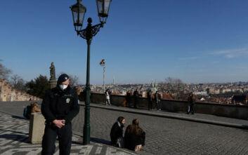 Κορονοϊός: Η Πράγα βάζει μπλόκο για 8 μέρες στις μετακινήσεις