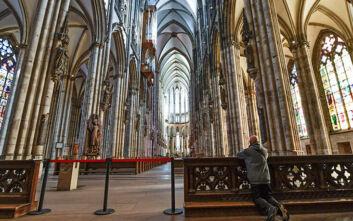 Κλείνουν τα καταστήματα στη Γερμανία και απαγορεύονται οι θρησκευτικές συναθροίσεις λόγω κορονοϊού
