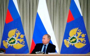 Ο Βλαντιμίρ Πούτιν δηλώνει ότι δεν είναι «τσάρος»