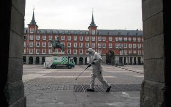 Η «ματωμένη» από τον κορονοϊό Μαδρίτη εφαρμόζει και νέα μέτρα