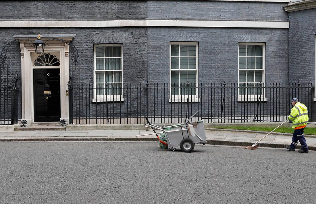Η αμφιλεγόμενη προσέγγιση της Αγγλίας για τον κορονοϊό που προκάλεσε παγκόσμιο σάλο- Τι ισχύει και τι όχι για την περιβόητη «ανοσία της αγέλης» που προωθούσε η κυβέρνηση της Βρετανίας