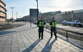 Κορονοϊός: Φυλάκιση δύο ετών σε όποιον βήχει σε πρόσωπα αστυνομικών στη Βρετανία