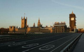 Ο κορονοϊός καλπάζει στη Βρετανία: 115 νεκροί σε 24 ώρες - Πάνω από 10.000 τα κρούσματα