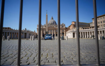 Βατικανό: Θετικός στον κορονοϊό κληρικός που ζει στον ξενώνα όπου μένει και ο πάπας Φραγκίσκος