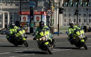 Κορονοϊός: Αντιδράσεις για τις νέες εξουσίες που δόθηκαν στη βρετανική αστυνομία