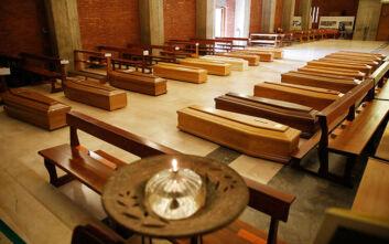 Κορονοϊός στην Ιταλία: Σοκάρουν οι φωτογραφίες από εκκλησία γεμάτη φέρετρα