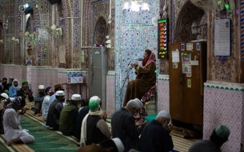 Πακιστάν: Κοσμοσυρροή στα τεμένη για την προσευχή της Παρασκευής παρά την επιδημία του Covid-19