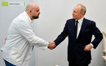 Ρωσία: Θετικός στον κορονοϊό διευθυντής νοσοκομείου που είχε συναντηθεί με τον Πούτιν