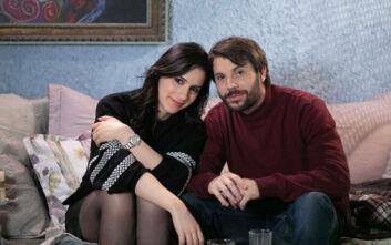 Καφέ της Χαράς: Η Βάλια και ο Μάνος ανταλλάσσουν ένα παθιασμένο φιλί
