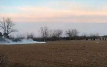 Έκρυθμη η κατάσταση στα σύνορα: Δακρυγόνα εκτοξεύονται σε αστυνομικούς στον Έβρο