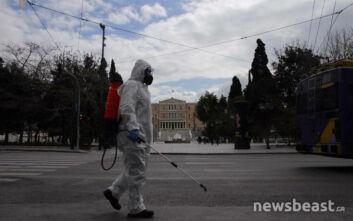 Έτσι γίνεται η απολύμανση σε κεντρικές πλατείες της Αθήνας